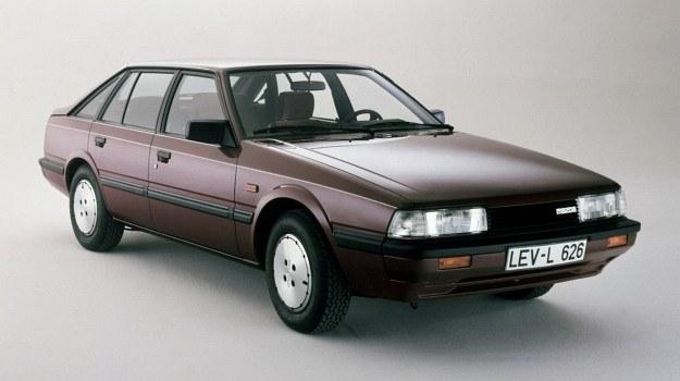 Mazda 626 - japońska odpowiedź na nową europejską generację samochodów klasy do 2 litrów. Oferowane są 3 różne wersje nadwoziowe: 2-, 4- i 5-drzwiowa. Za stylizację odpowiada włoskie studio Giugiaro. /Mazda