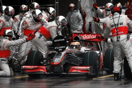 McLaren jako jedyny konsekwentnie jeździ z KERS /AFP