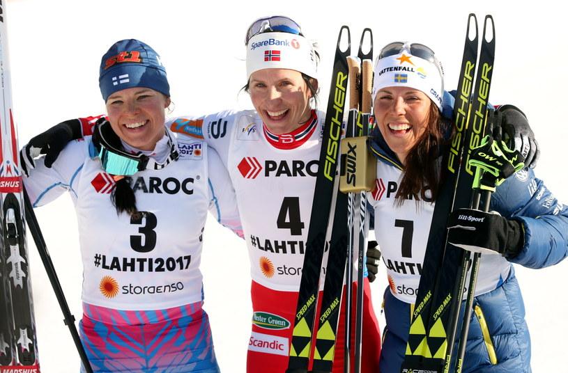 Medalistki biegu łączonego, od lewej: Krista Parmakoski, Marit Bjoergen i Charlotte Kalla /Grzegorz Momot /PAP