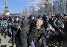 Media: W Moskwie i Petersburgu wielotysięczne demonstracje przeciw korupcji