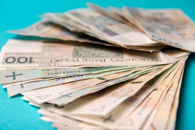 Mediana zarobków w firmach różnej wielkości wyniosła 3900 zł /123RF/PICSEL