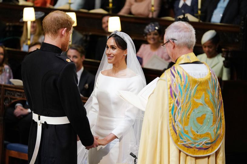 Meghan Markle i książę Harry składają sobie przysięgę małżeńską /AFP