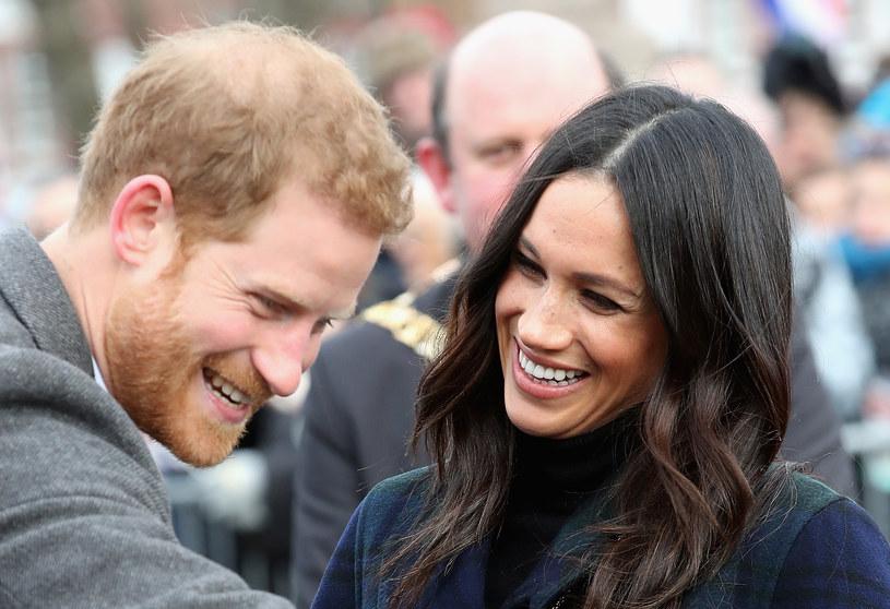 Meghan Markle skupia się teraz na przyswajaniu królewskiej etykiety /Getty Images