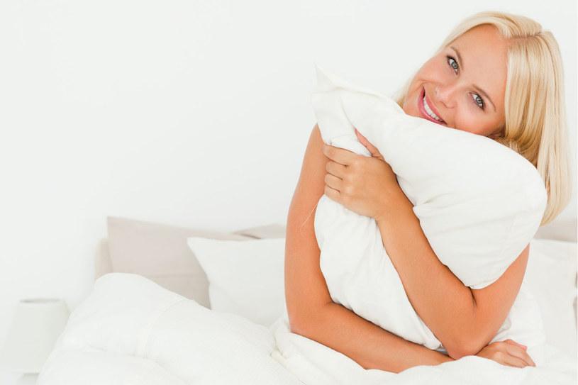 Melatonina, jak wykazały badania, łagodzi zaburzenia snu /123RF/PICSEL