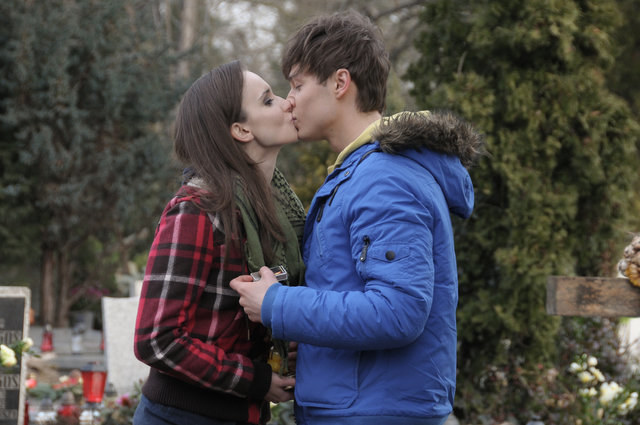 Melka wciąż przeżywa kolejną rocznicę śmierci rodziców i wyjazd z Krystianem do Torunia, w czasie którego bardzo się do siebie zbliżyli. /Bogdan Bogielczyk /ATM