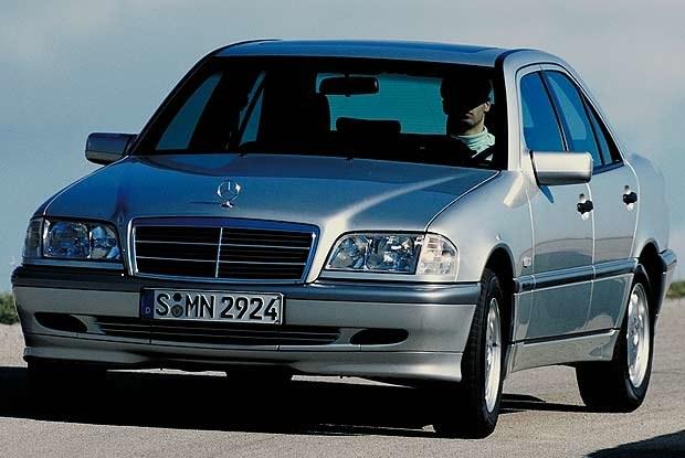 Mercedes C-Klasa z 1999 roku (kliknij) /INTERIA.PL