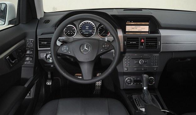 Mercedes GLK deska rozdzielcza /Motor