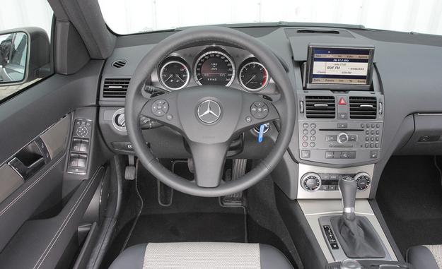 Mercedes klasy C deska rozdzielcza /Motor