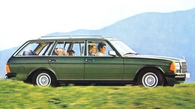 Mercedes kombi produkowany jest pod nazwą 240 TD, 300 TD, 230 T, 250 T i 280 TE. Oznakowania dotyczą oczywiście rodzaju silnika, litera T oznaczać ma ten zupełnie nowy dla Mercedesa rodzaj nadwozia. /Mercedes