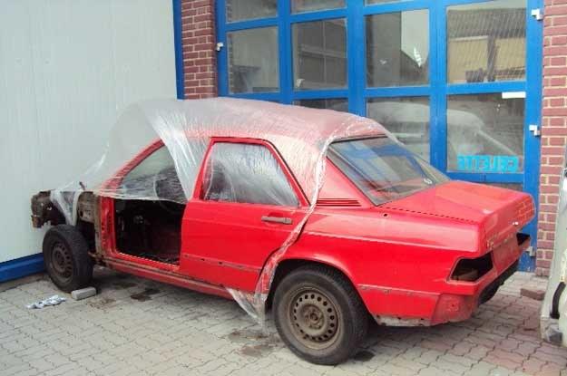 Mercedes Polska postanowił odrestaurować auto od podstaw /