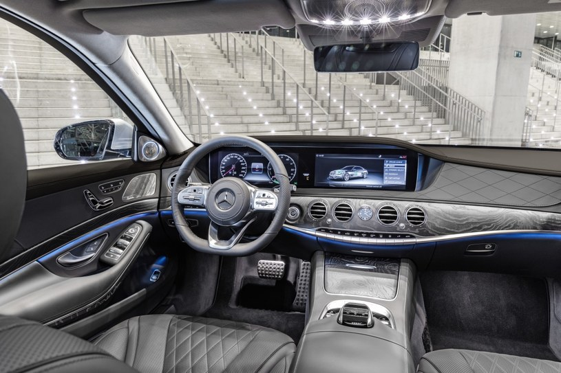 Mercedes S560e /