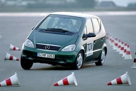 Mercedesowi klasy A ESP umożliwiło przejście testu łosia / Kliknij /INTERIA.PL