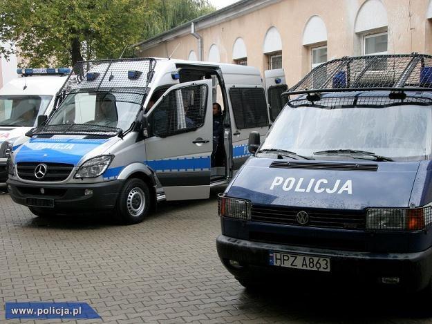Mercedesy zastąpią wysłużone volkswageny /Policja