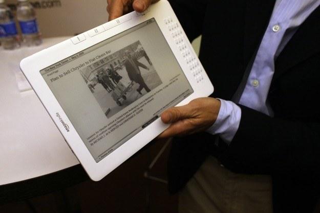 Merlin chce być jaka Amazon i zapowiedział produkcję własnego e-czytnika /AFP