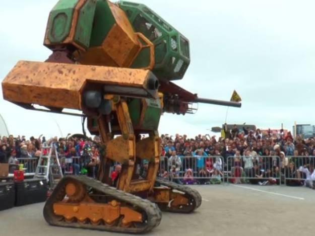 merykański robot Megabot Mark 2. ródło: Kadr z Youtube (materiał wideo do obejrzenia na dole newsa) /YouTube