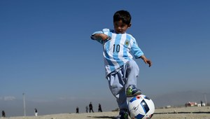 Messi dał mu koszulkę, a on musiał uciekać