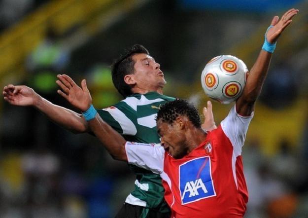 Meyong (w czerwonym stroju) zdobył dla Bragi gola w spotkaniu z Academiką Coimbra /AFP