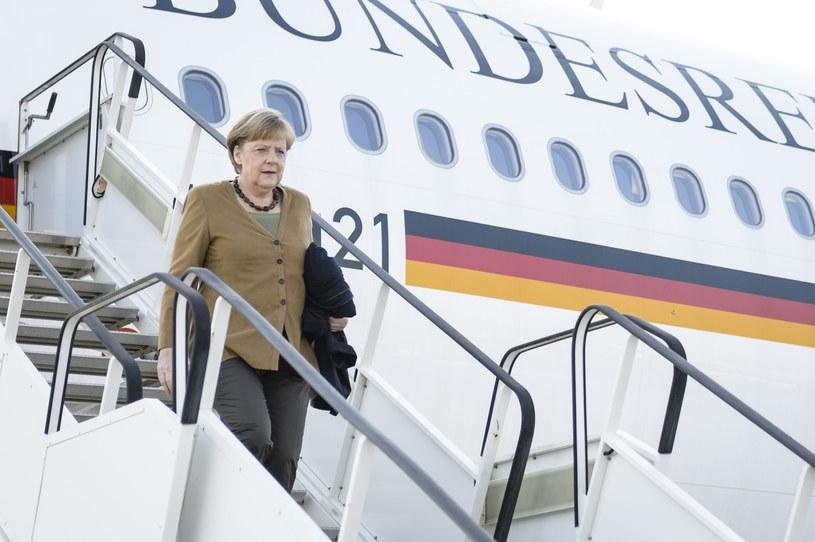 Mężczyzna, który pod koniec lipca włamał się do służbowego samolotu Angeli Merkel, mógł nim wystartować. /AFP