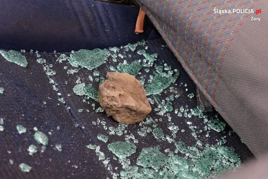 Mężczyzna rzucał kamieniami /Policja