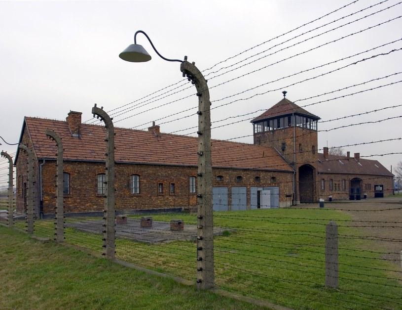 Mężczyzna wytatuował sobie na plecach kontury obozu koncentracyjnego /Na zdj. obóz w Auschwitz /Wojciech Kryński    /FORUM