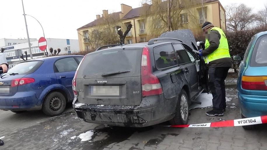 Mężczyzna został uratowany z płonącego samochodu /Lubelska Policja /
