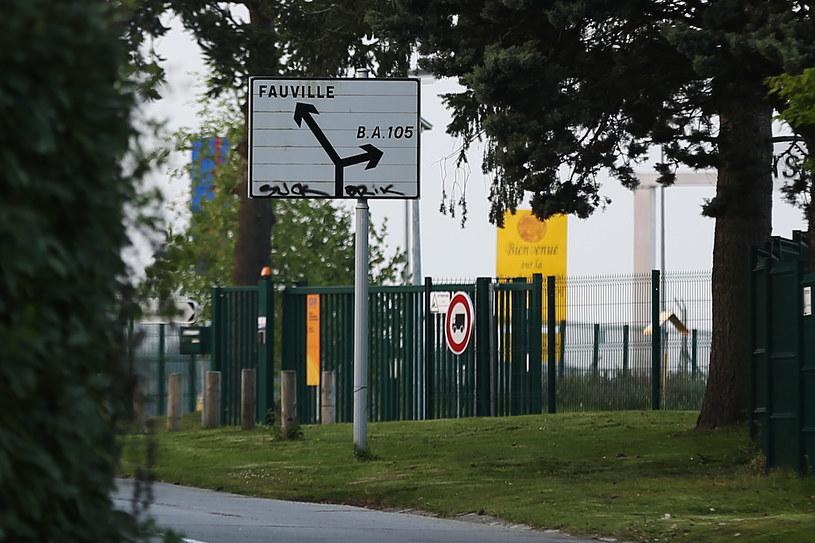 Mężczyzna został zatrzymany w pobliżu lotniczej bazy wojskowej pod Evreux /CHARLY TRIBALLEAU  /AFP
