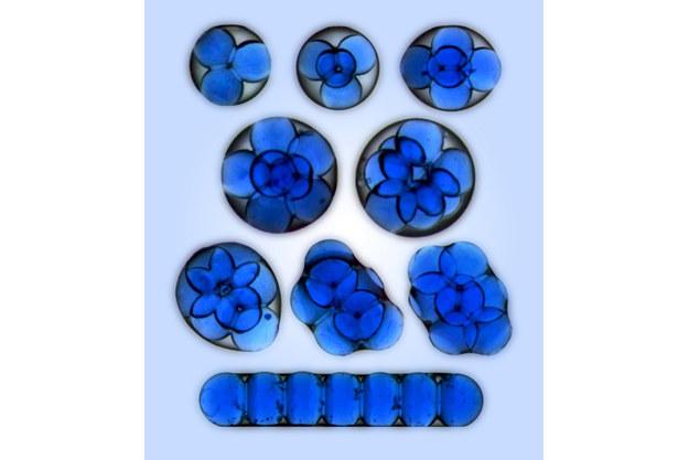 Mezoatomy (struktury uformowane przez mikrokrople wody uwięzione w kropli oleju). Źródło: IChF PAN /RMF24