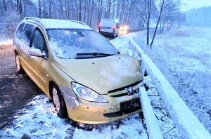 Miał 4 promile i jechał zaśnieżoną drogą...