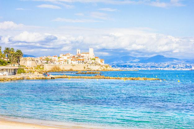 Miasteczko Antibes kusi piaszczystymi plażami /123/RF PICSEL