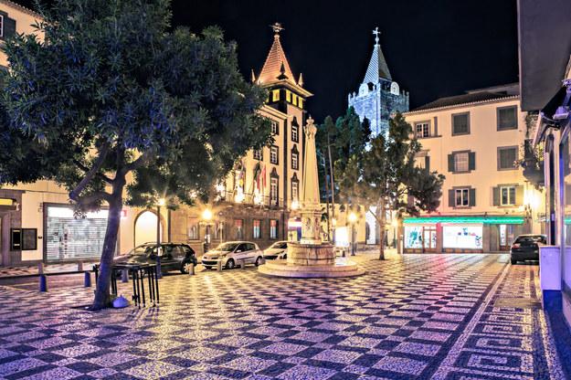 Miasto Funchal nocą /123/RF PICSEL