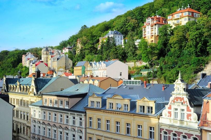Miasto położone jest u podnóża gór Lasu Sławkowskiego, u zbiegu rzek Ohrzy i Ciepłej /©123RF/PICSEL