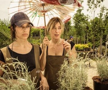 """Micaela Ramazzotti i Valeria Bruni Tedeschi w scenie z filmu """"Zwariować ze szczęścia"""""""