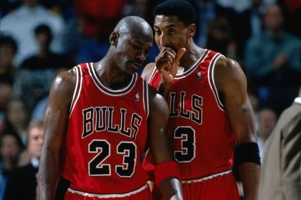 Michael Jordan i Scottie Pippen z pamiętnego sezonu Fot. Andy Hayt/NBAE/Getty Images /