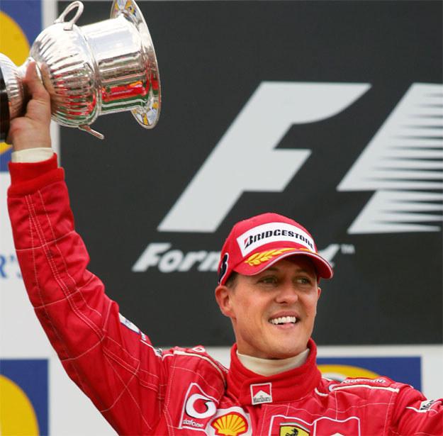 Michael Schumacher największe sukcesy odniósł jeźdżąc w teamie Ferrari /AFP