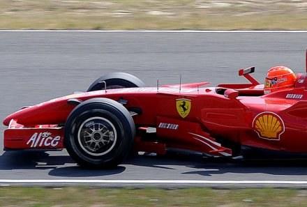 Michael Schumacher wraca do wielkiego ścigania. /AFP