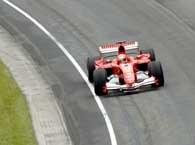 Michael Schumacher wygrał ten dziwny wyścig /AFP