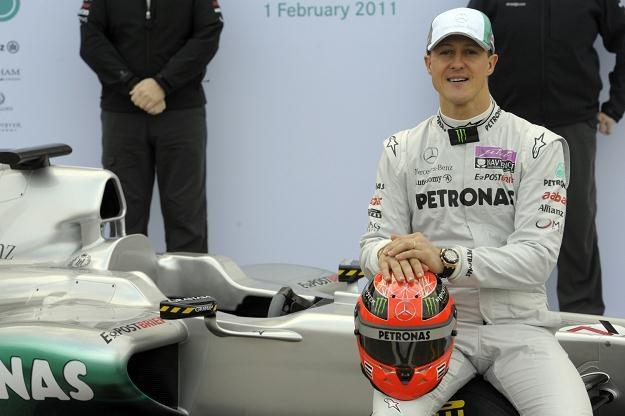 Michael Schumacher wysoko ocenia szanse Mercedesa w sezonie 2011 /AFP