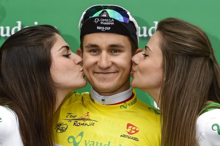 Michał Kwiatkowski po zwycięstwie w prologu wyścigu Tour de Romandie /JEAN-CHRISTOPHE BOTT /PAP/EPA
