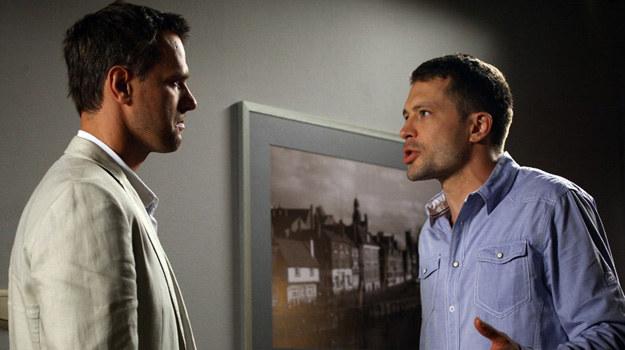 Michał odnajdzie Tomka i prosto z mostu wyzna mu, że ma romans z jego żoną! /Agencja W. Impact