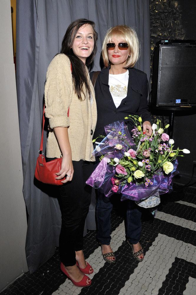 Michalina pierwsza składała mamie gratulacje po udanej premierze  /Mieszko Piętka /AKPA