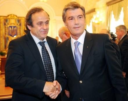 Michel Platini  (z lewej) i Wiktor Juszczenko /AFP