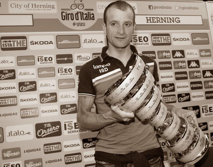 Michele Scarponi po wygraniu Giro d'Italia w 2011 r. /AFP