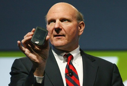 Microsoft nie pracuje nad telefonami - to oficjalne stanowisko Steve'a Ballmera /AFP