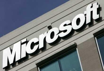 Microsoft nigdy nie aktualizuje swoich programów perzy pomocy załączników do maili /AFP