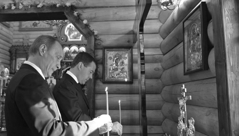 Miedwiediew i Putin modlili się za ofiary katastrofy Tu-154M