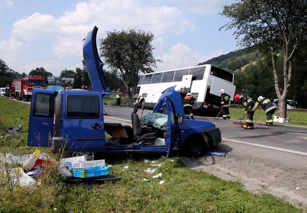 Miejsce wypadku drogowego, do którego doszło na Zakopiance przy wjeździe do Zakopanego /Grzegorz Momot /PAP
