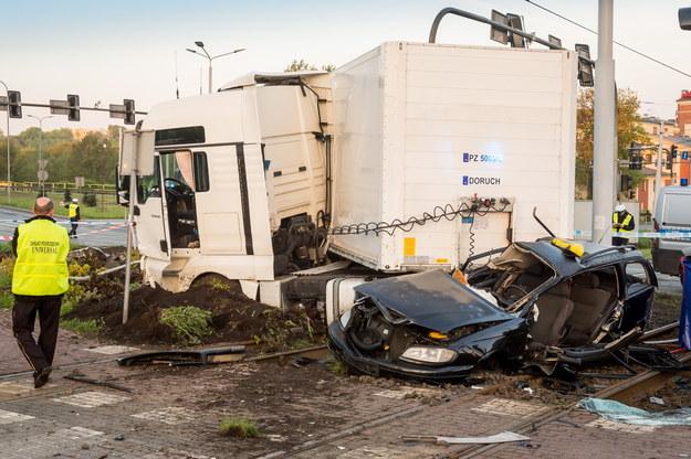 Miejsce wypadku na rondzie Fordońskim w Bydgoszczy /Tytus Żmijewski /PAP