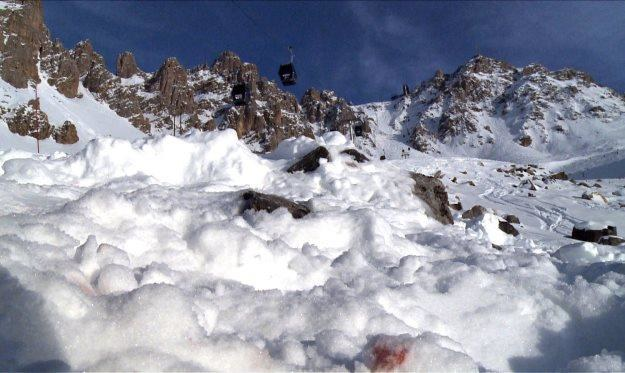 Miejsce wypadku Schumachera ze śladami krwi na śniegu /AFP