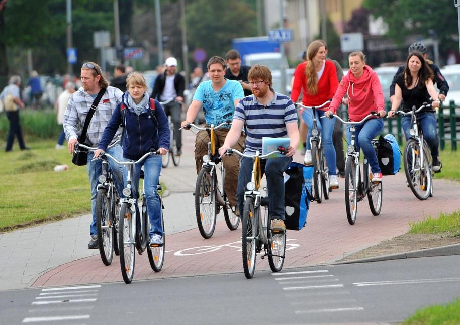 Miejscy aktywiści walczą m.in. o ścieżki rowerowe [zdj. ilustracyjne] /PAP/Marcin Bielecki /PAP