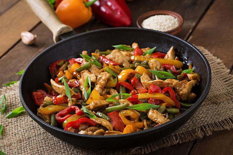 Mięsne danie z warzywami /©123RF/PICSEL